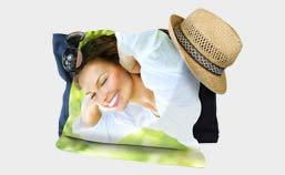 telo mare con cappello e occhiali da sole raffigurante una donna